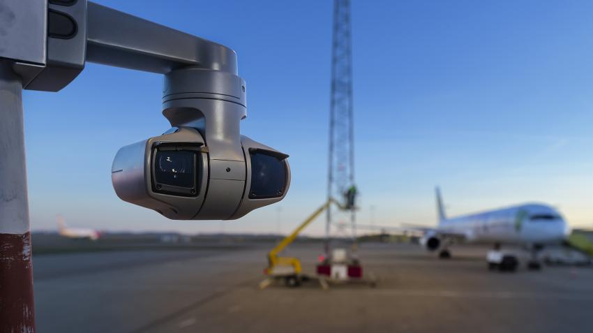 q6215le_airport_runway_01_1903_1700w.jpg
